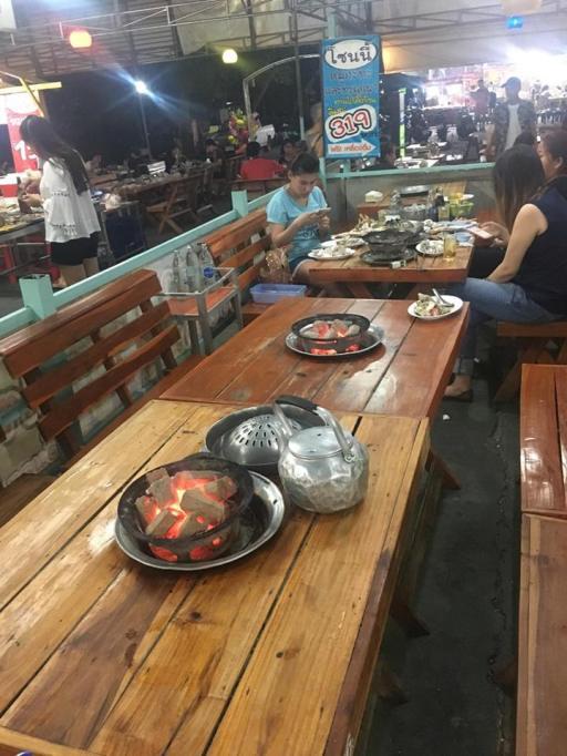 bbq dinner placing